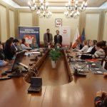 Bezpłatny i szybki internet dla warmińsko-mazurskich szkół. Kolejne placówki podpisały umowy
