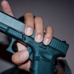 Jakie konsekwencje może mieć używanie broni?