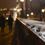 Nieznany mężczyzna sieje postrach na olsztyńskich Jarotach. Policja szuka świadków
