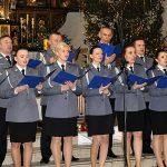 Policjanci śpiewają pastorałki. Noworoczny koncert w wykonaniu warmińsko-mazurskiego chóru policji
