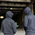 Pedagodzy ulicy na ełckich podwórkach. Streetworkerzy pomagają młodzieży zagrożonej wykluczeniem