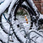 Czy zimą trzeba rezygnować ze sportów letnich? Rozmawiamy o tym w Bliższych spotkaniach