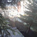 Służby zabezpieczają dom przy ul. Mazurskiej w Olsztynie. Budynek jest zagrożony katastrofą budowlaną