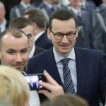 """Premier Mateusz Morawiecki: """"Nie może być tak, żeby dostawcy pizzy dojeżdżali szybciej, niż policja"""""""