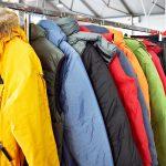 """Potrzebujący otrzymają zimowe ubrania. Stowarzyszenia Aktywne Giżycko organizuje akcję """"Ciepły wieszak"""""""