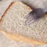 Miała dwie kromki chleba na cały dzień. Dzielnicowy z Bezled pomógł kobiecie bez środków do życia