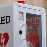 Tylko co piąty Polak potrafi udzielić pierwszej pomocy. Użycie defibrylatora AED może uratować życie