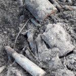 """Niecodzienne znalezisko na działce w Liwie. """"Potwierdzamy, że są to niewybuchy z czasów II Wojny Światowej"""""""