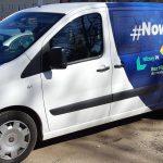 """Politycy promują """"nową piątkę PiS"""". Specjalny bus dotarł do Bartoszyc"""
