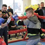 Mała gala dla wielkich wojowników. Mistrzyni świata Ewa Brodnicka w ringu z małymi pacjentami onkologii i hematologii
