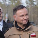 Prezydent Andrzej Duda i minister obrony narodowej Mariusz Błaszczak odwiedzili Orzysz i Chełchy