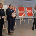 Niecodzienna wystawa w Urzędzie Wojewódzkim. 100-lecie niepodległości okiem grafika Mateusza Obarka