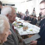 Żołnierze AK spotkali się w Olsztynie na wielkanocnym śniadaniu. Były życzenia i medale