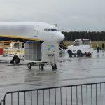 Interwencje na lotnisku w Szymanach: kłopotliwi pasażerowie i bagaż bez opieki