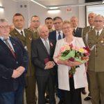 Srebrne medale dla rodziców żołnierzy. Mieszkańcy Wojciech otrzymali odznaczenie ministra obrony narodowej