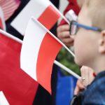 Dzień Flagi na Warmii i Mazurach. Sprawdź jak świętowali mieszkańcy Olsztyna, Elbląga, Ełku, Mikołajek, Węgorzewa i Nowego Miasta Lubawskiego