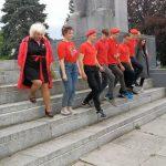 """Rosyjska Młoda Armia pod olsztyńskim pomnikiem. """"Junarmia"""" oddała hołd czerwonoarmistom"""