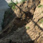 Ulewny deszcz podmył skarpę pod wiaduktem nowej obwodnicy Olsztyna
