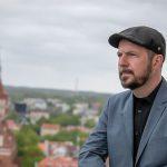 Olsztyn ma pisarza miejskiego. Jest Niemcem, mieszka w Irlandii, teraz przyjechał do Polski