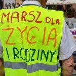 """Ulicami kilkunastu miast Warmii i Mazur przeszły Marsze dla Życia i Rodziny. W Olsztynie przebiegał pod hasłem """"Chrońmy nasze dzieci"""""""