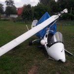 Pilot wiatrakowca, który się rozbił pod Ełkiem usłyszał zarzuty. Maszyna jest rozbita, ale nikt nie ucierpiał