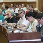 Spór o wyższe dodatki motywacyjne dla olsztyńskich nauczycieli podczas sesji Rady Miasta