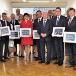 Ponad 40 milionów złotych na drogi w regionie. Samorządy podpisały umowy na rządowe dofinansowanie