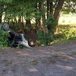 Pijany mężczyzna zjechał autem do rowu. W środku była dwójka jego dzieci