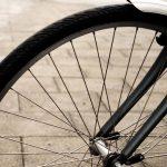 Zderzenie rowerzysty z pieszą. Kobieta trafiła do szpitala