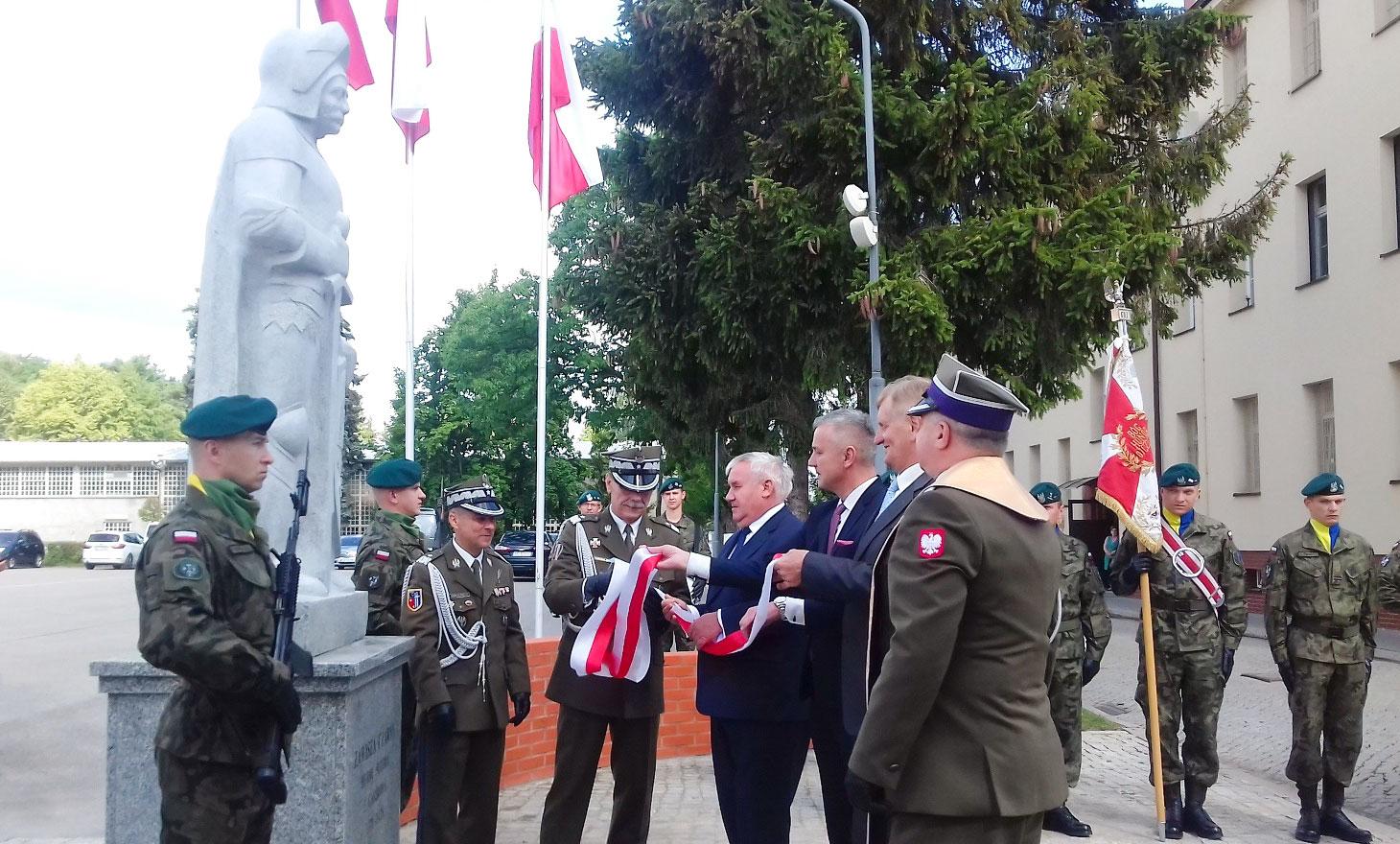 wojsko, Zawisza Czarny, 15. Giżycka Brygada Zmechanizowana, pomnik, odsłonięcie