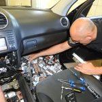 Rekordowy przemyt na przejściu granicznym w Grzechotkach. Rosjanin ukrył w samochodzie prawie 7400 paczek papierosów