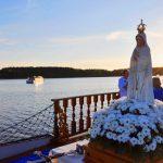 Statki z misjonarzami na największych mazurskich jeziorach. Turystów pobłogosławi biskup diecezji ełckiej