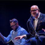 Twórczość Wojciecha Młynarskiego w wykonaniu Piotra Machalicy. Wyjątkowy koncert podczas Festiwalu Teatrów Ulicznych