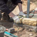 Koronawirus szaleje, a na budowach praca wre. Co mówią obecne przepisy?