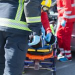 Jechał za szybko i uderzył w drzewo. W wypadku pod Iławą ucierpiało pięć osób