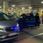 Ukradł pracodawcy 12 tysięcy złotych i wypożyczył luksusowe samochody. Policja zatrzymała 20-latka