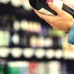 Nielegalna sprzedaż alkoholu w Jezioranach. Policja zabezpieczyła ponad 2 tysiące butelek