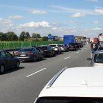 Jazda na suwak i korytarz życia obowiązkiem kierowców. Są nowe przepisy ruchu drogowego