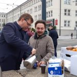 """""""Z ciekawością oczekuję rozstrzygnięcia wyborów"""". Wojewoda podsumowuje kampanię przy kawie i namawia do głosowania"""