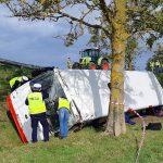 Wypadek autobusu rejsowego koło Kętrzyna. Kilkanaście osób jest rannych