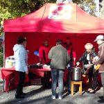 Nakarmili głodnych i potrzebujących. W Dniu Walki z Ubóstwem w Ełku rozdawano ciepłe posiłki