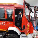 """""""OSP potrzebuje wsparcia, bo strażacy narażają własne życie"""". Nowy wóz ratowniczy trafił do ochotników z Gwiździn"""