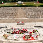 Odwiedzają cmentarze polskich żołnierzy we Włoszech. Dla młodzieży to żywa lekcja historii