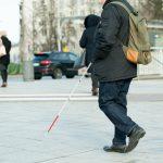 W Polsce żyje prawie 2 miliony osób niewidomych lub niedowidzących. Dziś obchodzimy Dzień Białej Laski