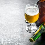 Pijani mieli pod opieką 4 dzieci. Policję wezwał zaniepokojony przechodzień