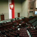 Sondaż przedwyborczy na zlecenie Radia Olsztyn: PiS wygrywa na Warmii i Mazurach. Kto straci, a kto zyska mandat w Sejmie?
