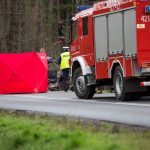 Tragiczny wypadek na DK 16. Z nieznanych przyczyn zderzyły się dwa auta. Jedna osoba nie żyje