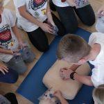 Rekordowa resuscytacja w Biskupcu. Najmłodsi uczyli się pierwszej pomocy poprzez zabawę i integrację