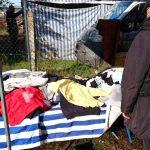 Podrobiona odzież i obuwie na targowisku w Zalewie. Właściciel stoiska zniknął na widok kontroli skarbowej