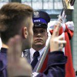 """""""Mamy wakaty i potrzebujemy policjantów"""". Prawie 20 nowych funkcjonariuszy przyjęto do służby na Warmii i Mazurach"""